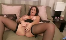 Voluptuous cougar-in-training with full soft tits and big