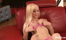 Pretty Blonde MILF Gives Hot Oral